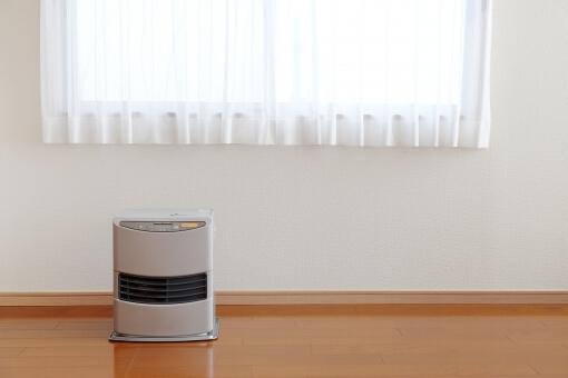 暖房 暖房器具 ファンヒーター ストーブ 灯油 冬 部屋 室内 温度 室内温度 床 窓 カーテン レース 正面 住宅 家