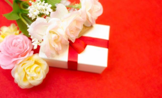 「プレゼントボックスとお祝いプレゼントボックスとお祝い」のフリー写真素材を拡大