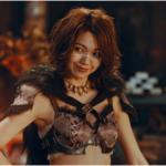 デカビタC(モンハン)CMの水着風衣装の女優は誰?〇〇が見え過ぎ!?